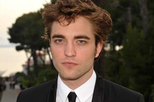 Robert Pattinson moves out of home he shares with Kristen Stewart