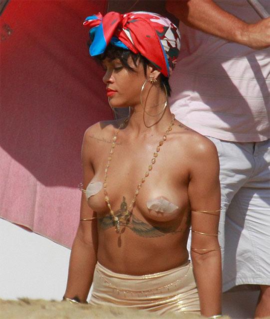 Рианна снялась для издания Vogue практически голой (фото) .