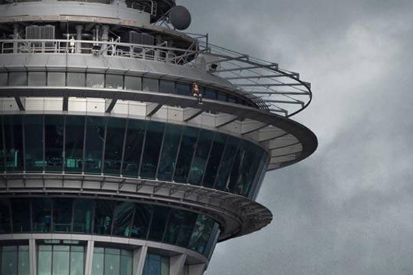Hilary Barry recreates Drake's VIEWS album cover