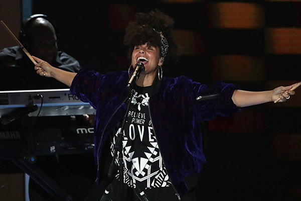 Alicia Keys performs 'Superwoman' and new song 'In Common'